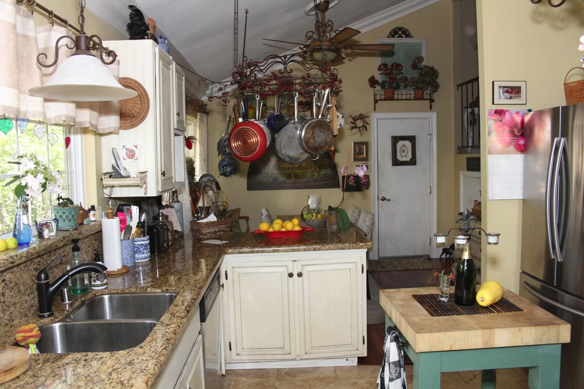 kitchen island area.JPG