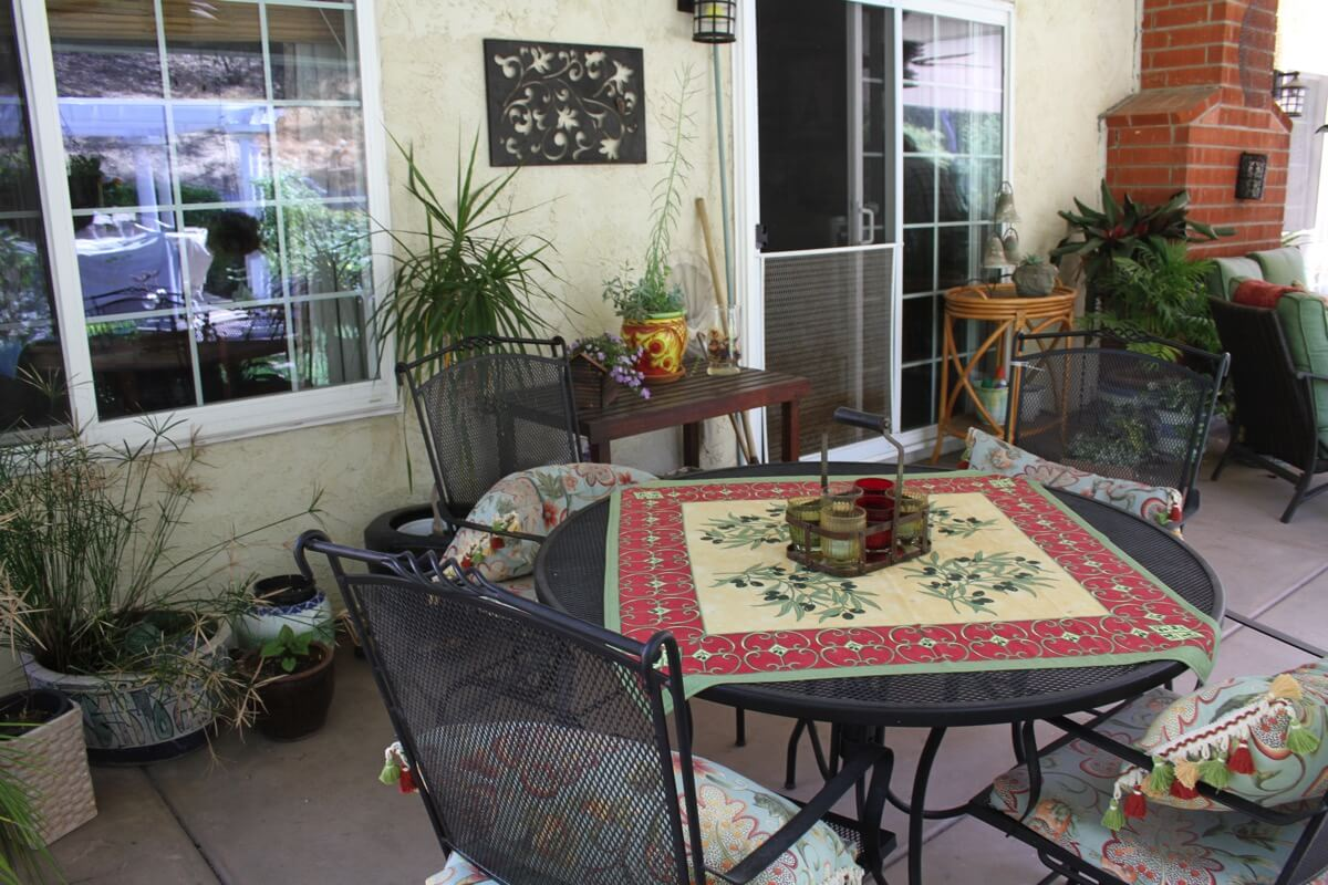 patio dinning area.JPG