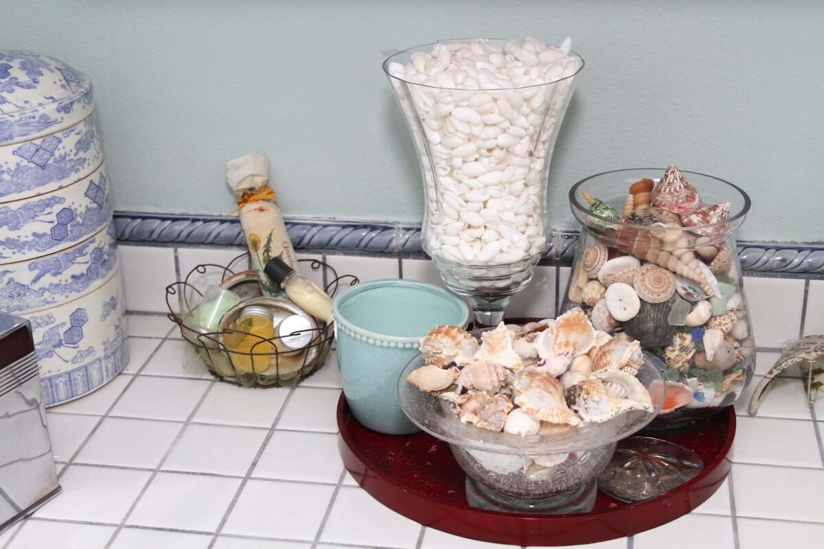 seashell bathroom.JPG