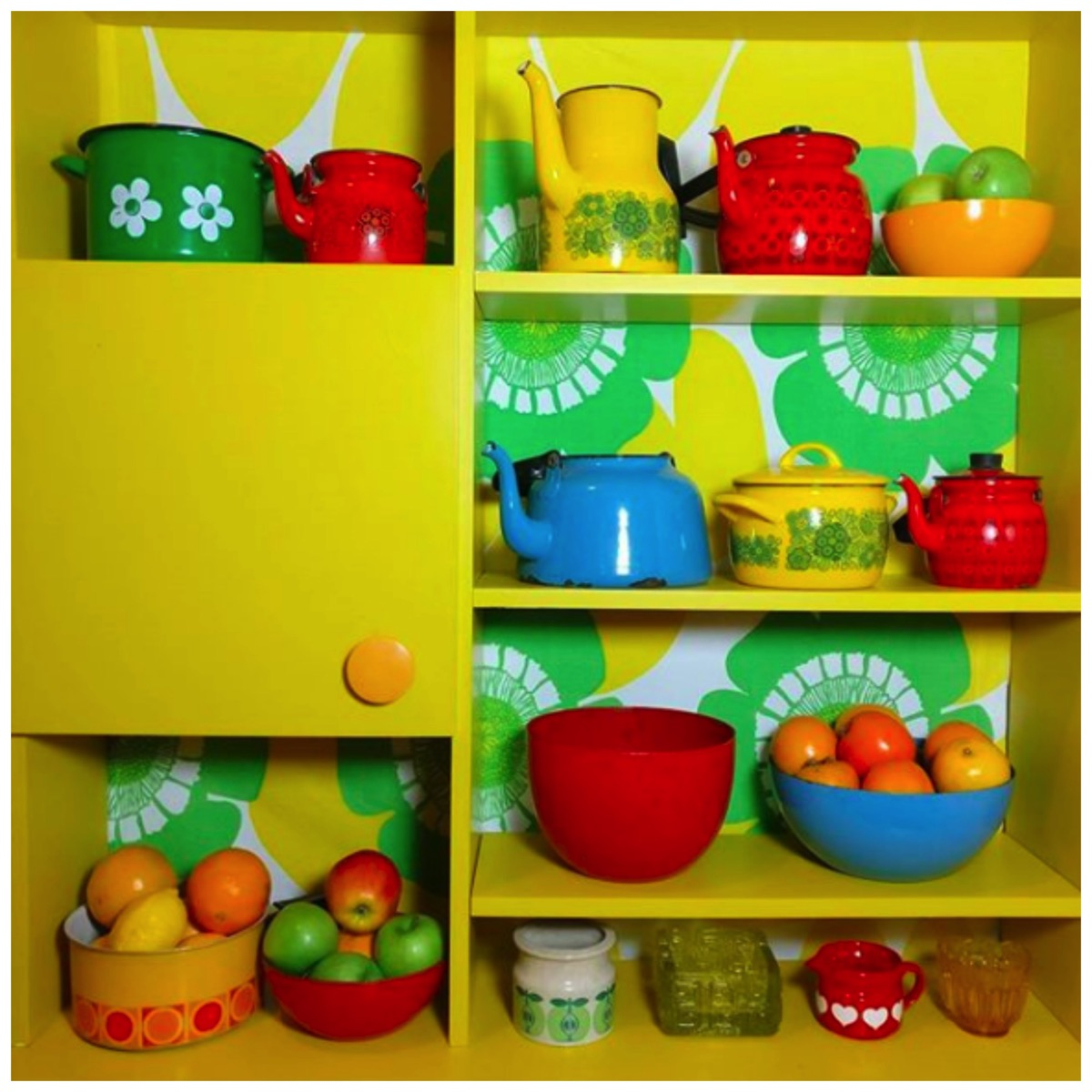 Bright yellow retro kitchen and shelfie